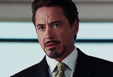 Robert Downey JR como Tony Stark